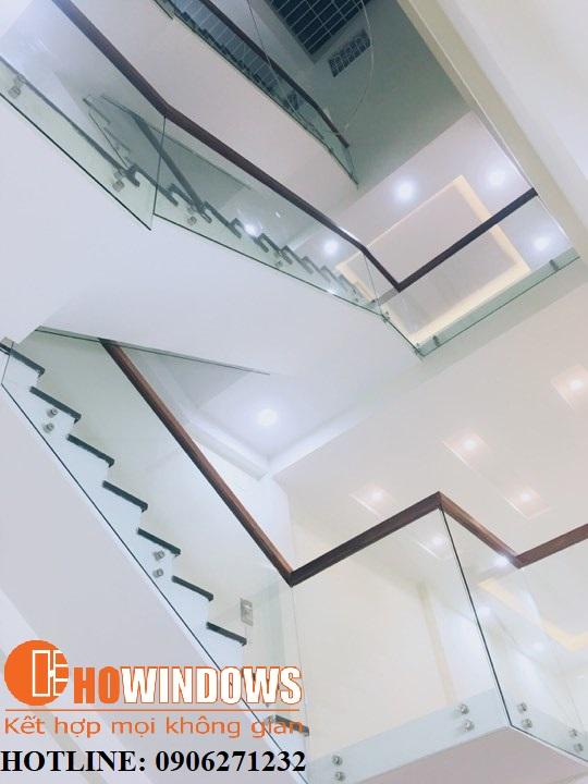 mẫu-cầu-thang-kính-dạng-U-âm-sàn